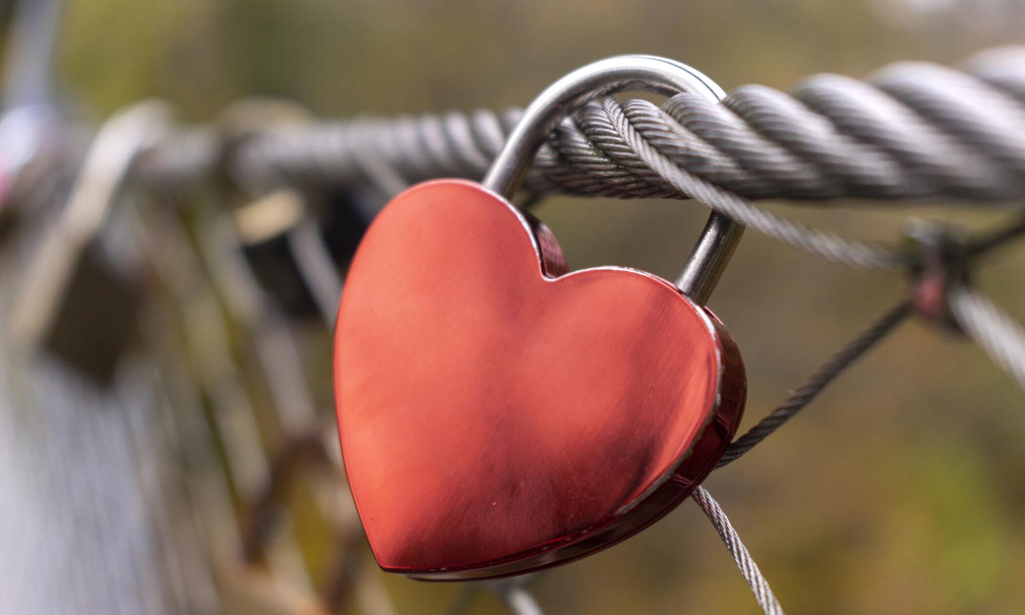 Liebesschloss in Herzform
