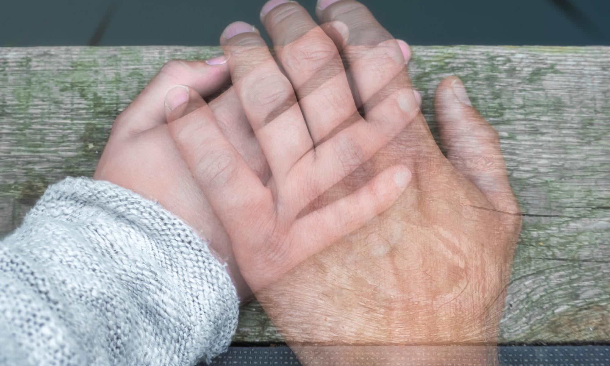 zwei Hände aufeinanderliegend
