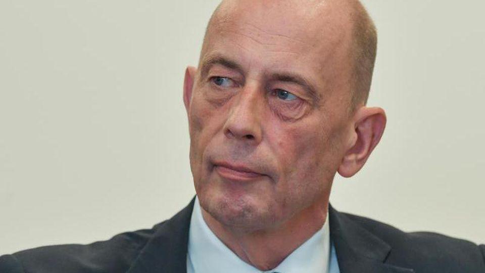 Wolfgang Tiefensee (SPD), Wirtschaftsminister von Thüringen, nimmt an einer Konferenz teil. Foto: Patrick Pleul/Archiv