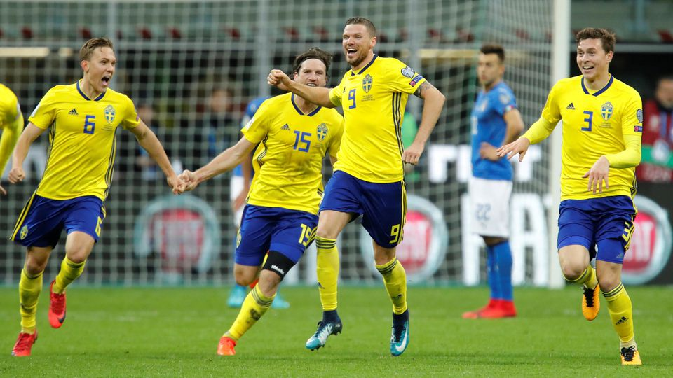 Soccer Football - 2018 World Cup Qualifications - Europe - Italy vs Sweden - San Siro, Milan, Italy - November 13, 2017   Sweden's Marcus Berg and team mates celebrate after the match                  REUTERS/Alessandro Garofalo