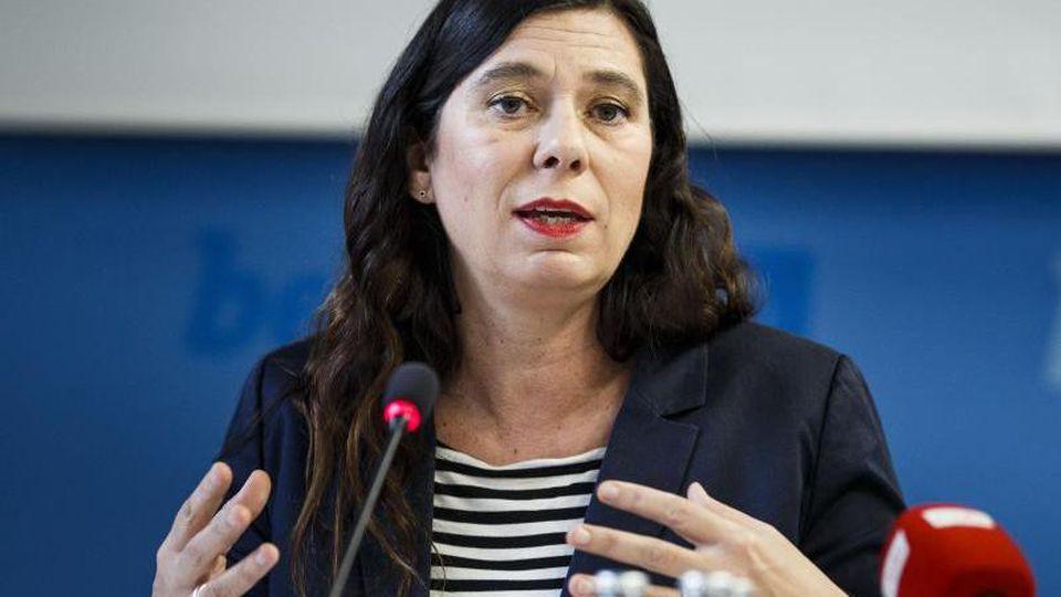 Sandra Scheeres (SPD) spricht auf einer Pressekonferenz. Foto: Carsten Koall/dpa/Archivbild