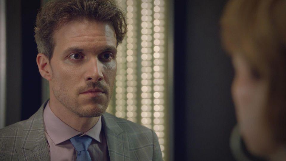 GZSZ: Felix ist schockiert, als er von Lauras Krankheit erfährt.