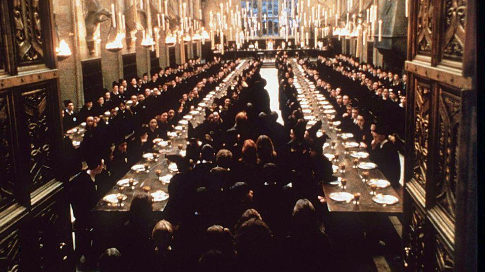 Die Szenen in der Großen Halle wurden im viktorianischen Royal Connaught Park gedreht.