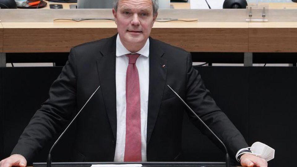 CDU-Fraktionschef Burkard Dregger spricht bei einer Plenarsitzung des Berliner Abgeordnetenhauses. Foto: Jörg Carstensen/dpa
