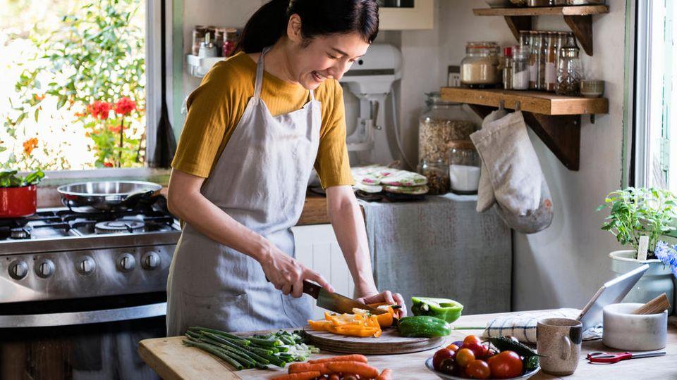 Ein scharfes Messer ist in der Küche ein Muss.