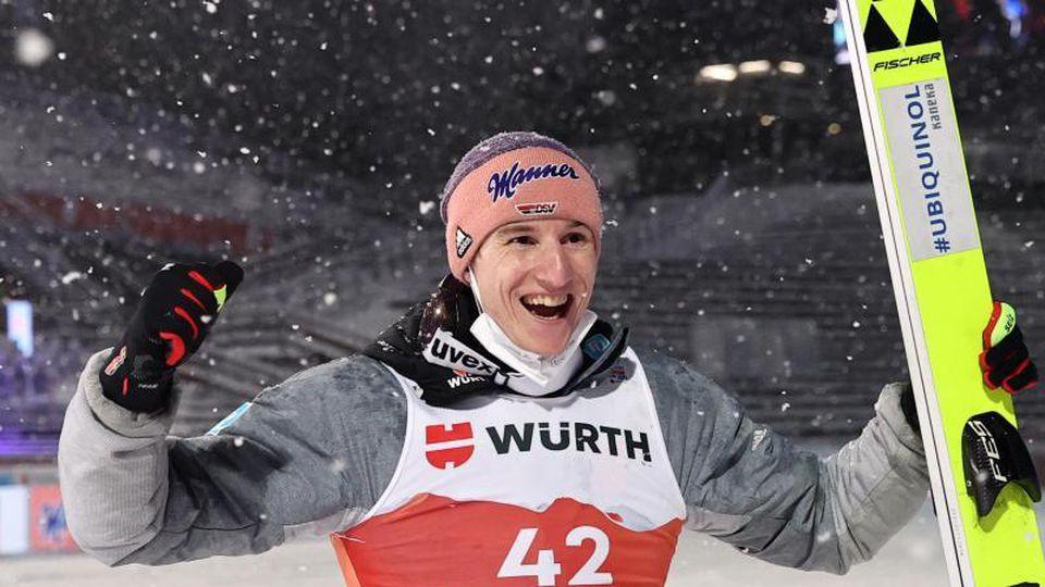 Peilt nach WM-Bronze beim Teamspringen den nächsten Coup an: Karl Geiger. Foto: Daniel Karmann/dpa