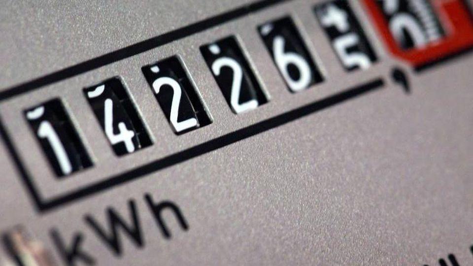 Den Stromanbieter zu wechseln, lohnt sich häufig. Foto: Jens Büttner/zb/dpa