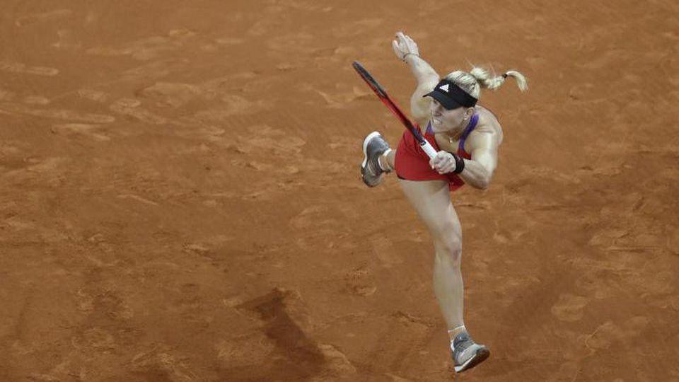 Kerber musste sich beim Tennis-Turnier in Rom der Lettin Jelena Ostapenko im Achtelfinale mit 6:4, 3:6, 4:6 geschlagen geben. Foto: Paul White/AP/dpa