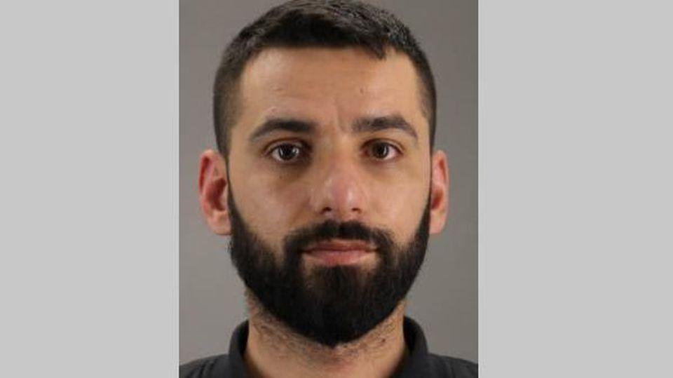 Daniel Hajro (32) ist noch auf der Flucht. Der Serbe hatte einen unbeteiligten Passanten mit einer Schusswaffe verletzt.