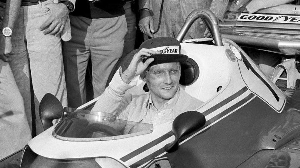 Niki Lauda 1976 in seinem Ferrari. Foto: Raoul Fornezza/AP