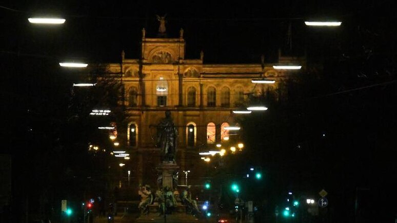 Der Bayerischer Landtag ist bei Nacht zu sehen. Foto: Felix Hörhager/dpa/Archivbild