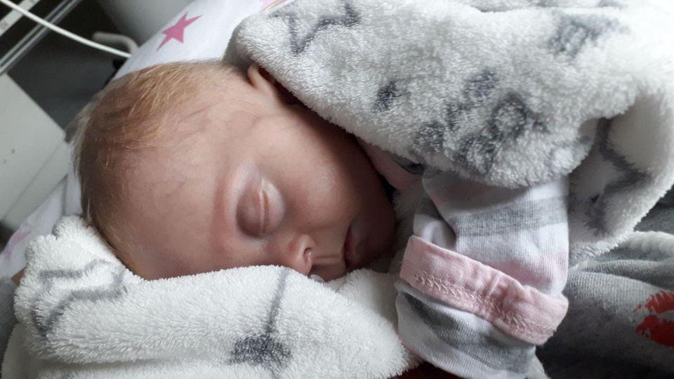 Frühgeborenes Baby Pia