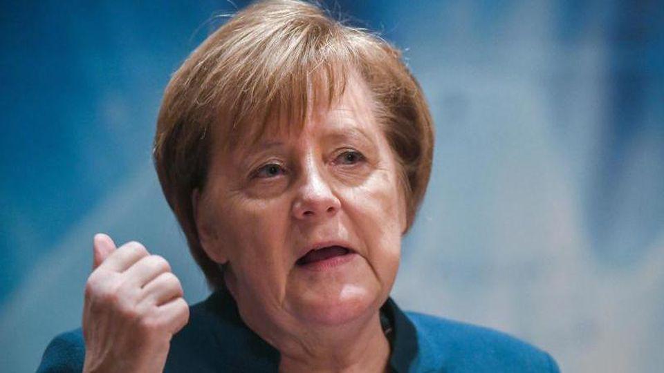 Bundeskanzlerin Angela Merkel (CDU) spricht auf dem Jahresempfang des Wirtschaftsrates der CDU im Rathaus. Foto: Stefan Sauer