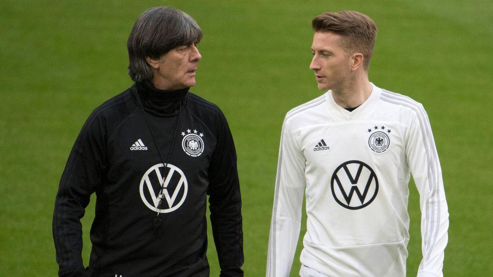 Bundestrainer Joachim Löw und Marco Reus