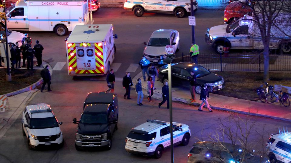 November 19, 2018 - Chicago, IL, USA - Law enforcement officials work near Mercy Hospital Nov. 19, 2018. Multiple people, including a Chicago police officer, were reported shot at the Near South Side hospital. Chicago USA PUBLICATIONxINxGERxSUIxAUTxO
