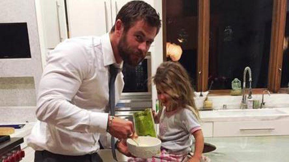 Chris Hemsworth mit Töchterchen India Rose.