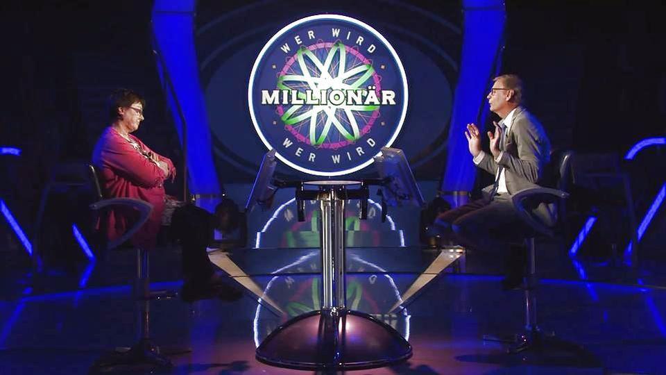 """""""Wer wird Millionär?""""-Moderator Günther Jauch mit Kandidatin Ellen Marquardt."""