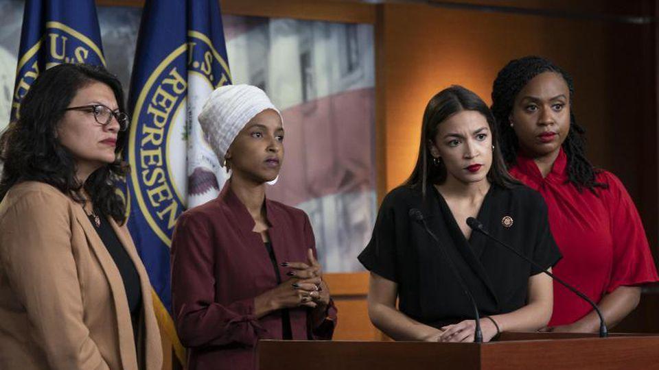 Die Demokratinnen Rashida Tlaib (l-r), Ilhan Omar, Alexandria Ocasio-Cortez und Ayanna Pressley in Washington. Foto: J. Scott Applewhite/AP