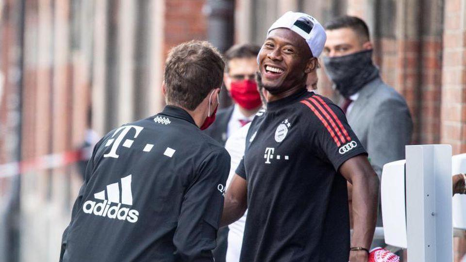 David Alaba (M) vom FC Bayern München lacht. Foto: Matthias Balk/dpa/Archivbild