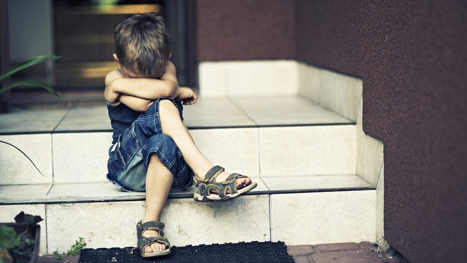 Symbolbild: Trauriger kleiner Junge