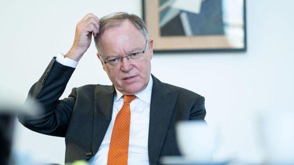 Stephan Weil, der Ministerpräsident von Niedersachsen. Foto: Peter Steffen/dpa/Archivbild