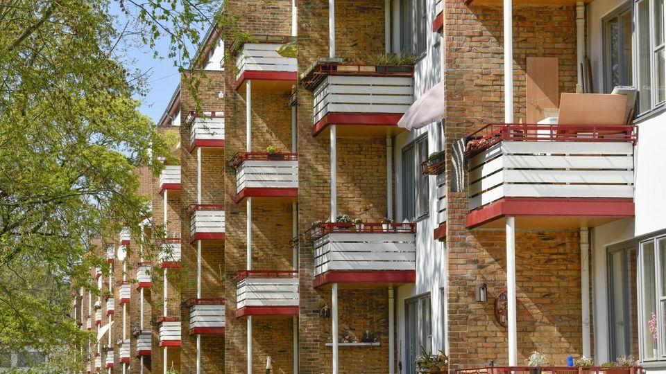 Vielen wächst die Miete für die eigene Wohnung in der Corona-Krise über den Kopf.