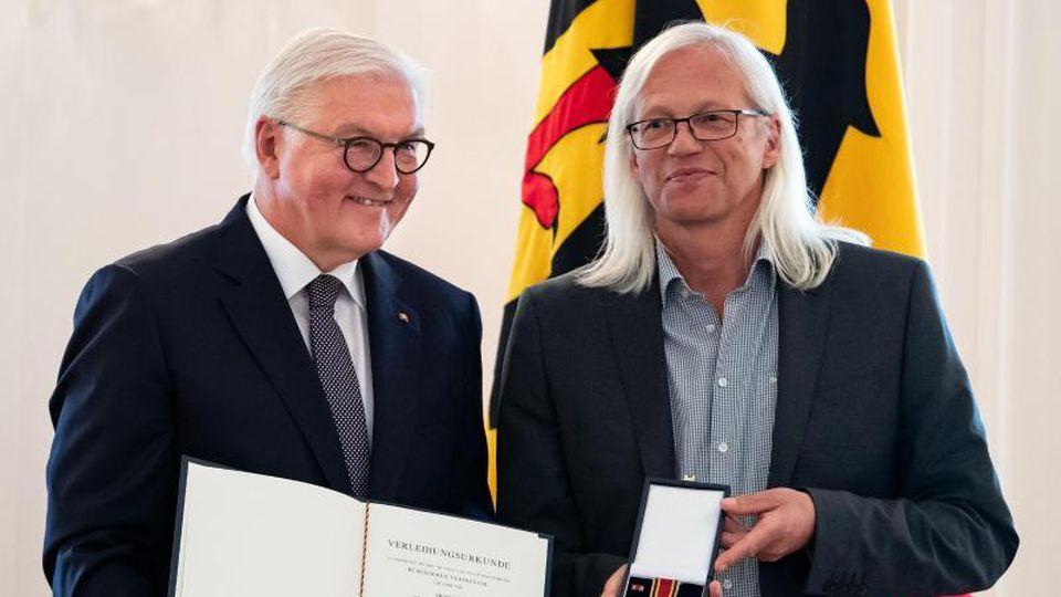 Bundespräsident Frank-Walter Steinmeier und Ulrich Ballhausen (l-r). Foto: Bernd von Jutrczenka