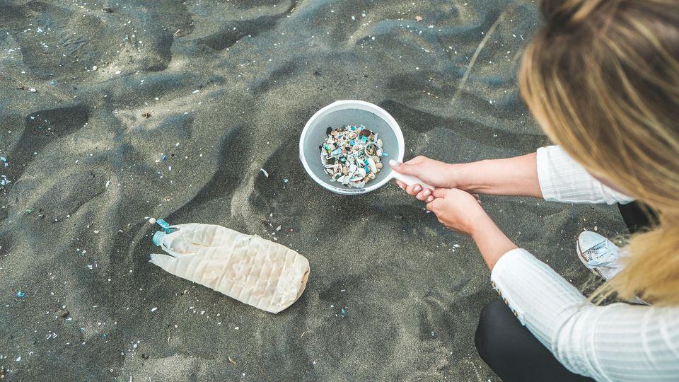Plastik statt Plankton - ein großes Problem in unseren Meeren.