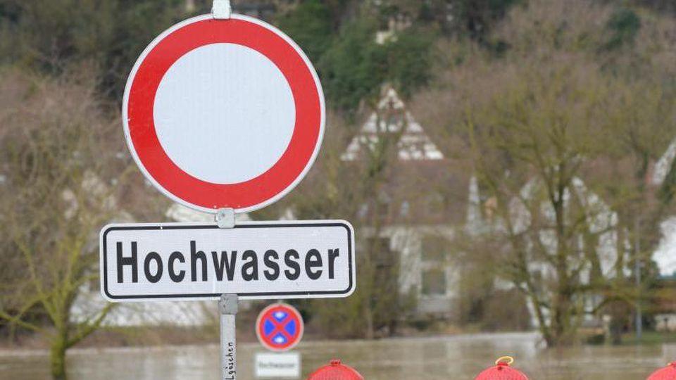 Warnung vor Hochwasser an der Wörnitz. Foto: Stefan Puchner/Archiv