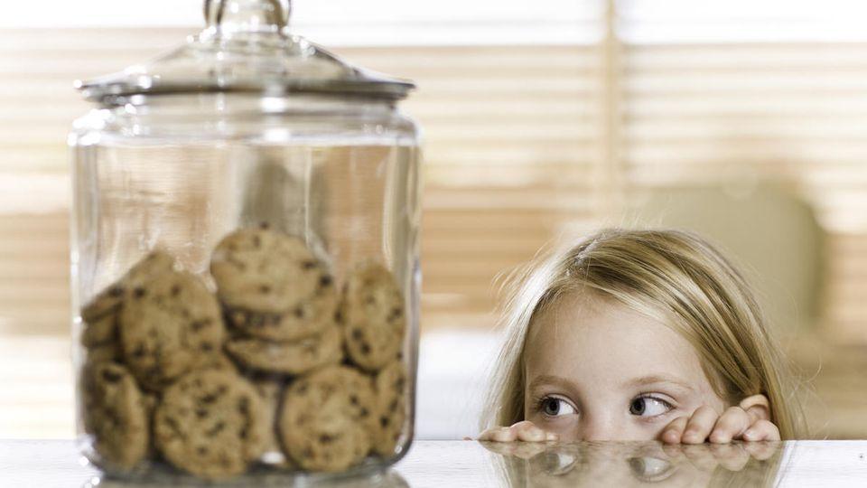 Gerade für Kinder nicht leicht: Nach der Zöliakie-Diagnose sind auf einmal Kekse aus Weizen, Dinkel oder Hafer tabu.