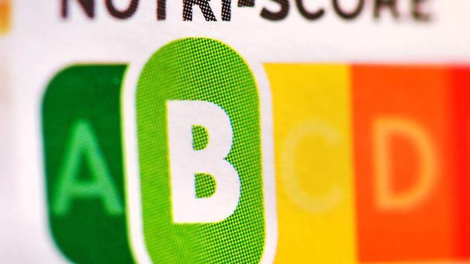 """Der sogenannte """"Nutri-Score"""" soll Hilfe beim Lebensmitteleinkauf sein. Foto: Patrick Pleul/dpa-Zentralbild/dpa"""