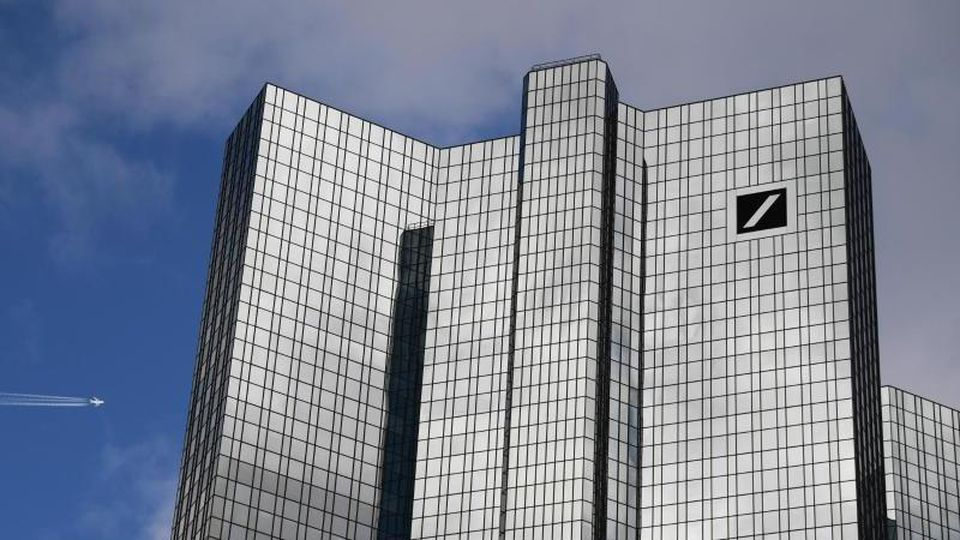 Die Panne bei der Deutschen Bank ist heikel, weil Banken verpflichtet sind, die Herkunft ihrer Gelder genau zu prüfen. Foto: Arne Dedert