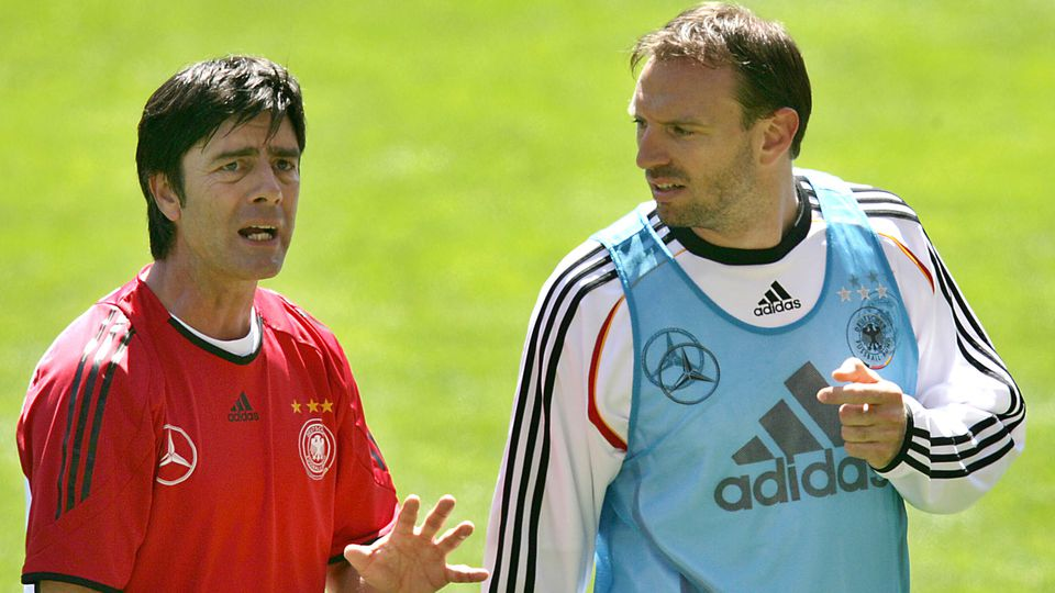 German Assistant coach Joachim Loew (l) talks with defender Jens Nowotny during a training session of the German National soccer team on Wednesday (24.05.2006) in Geneva, Switzerland. The German national team prepares for the World Cup 2006 in a trai