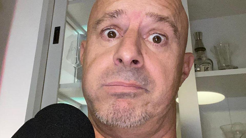 """Detlef Steves in seinem Podcast """"Deffis Woche""""."""