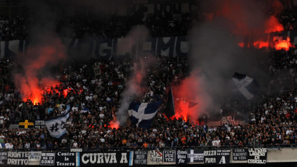 Neapel-Fans Schwarz Block