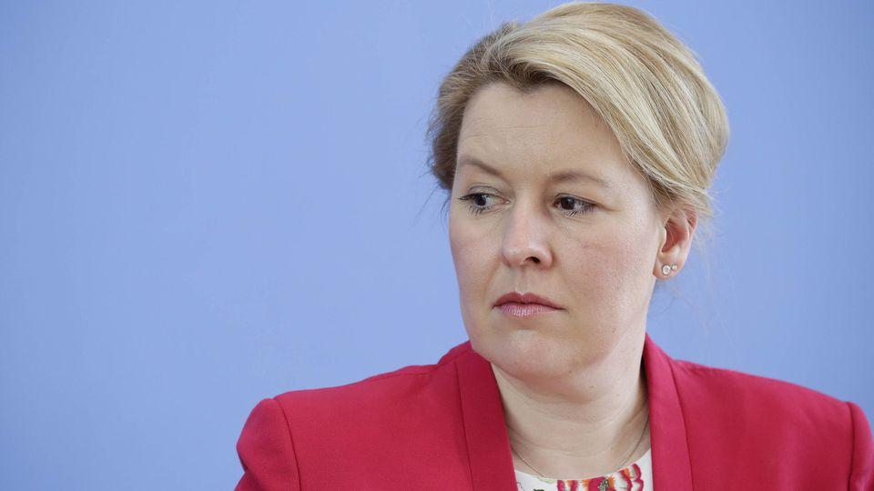Familienministerin Franziska Giffey (SPD) soll Berichten zufolge ihren Doktortitel nun doch aberkannt bekommen