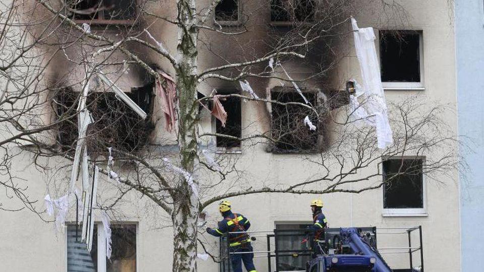 Ob in der betroffenen Wohnung vor der Explosion mit Gas aus Flaschen geheizt wurde und es dabei zu dem Unglück kam, muss noch geklärt werden. Foto: Matthias Bein/dpa-Zentralbild/dpa