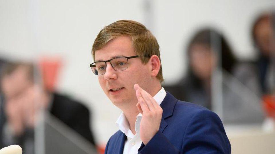 Sebastian Walter (Die Linke) spricht im Landtag. Foto: Soeren Stache/dpa-Zentralbild/dpa/Archivbild