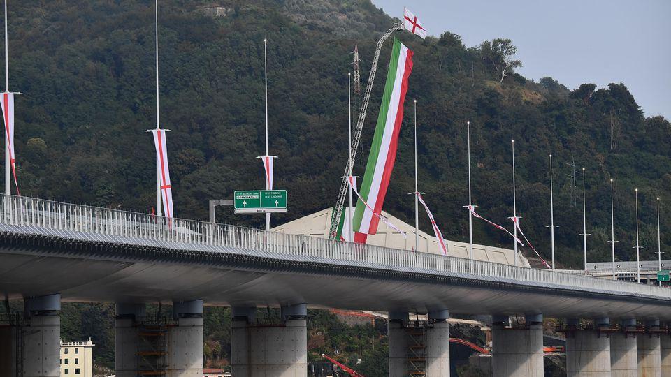 Knapp zwei Jahre nach Katastrophe: Neue Brücke am Ort des Einsturzes in Genua errichtet