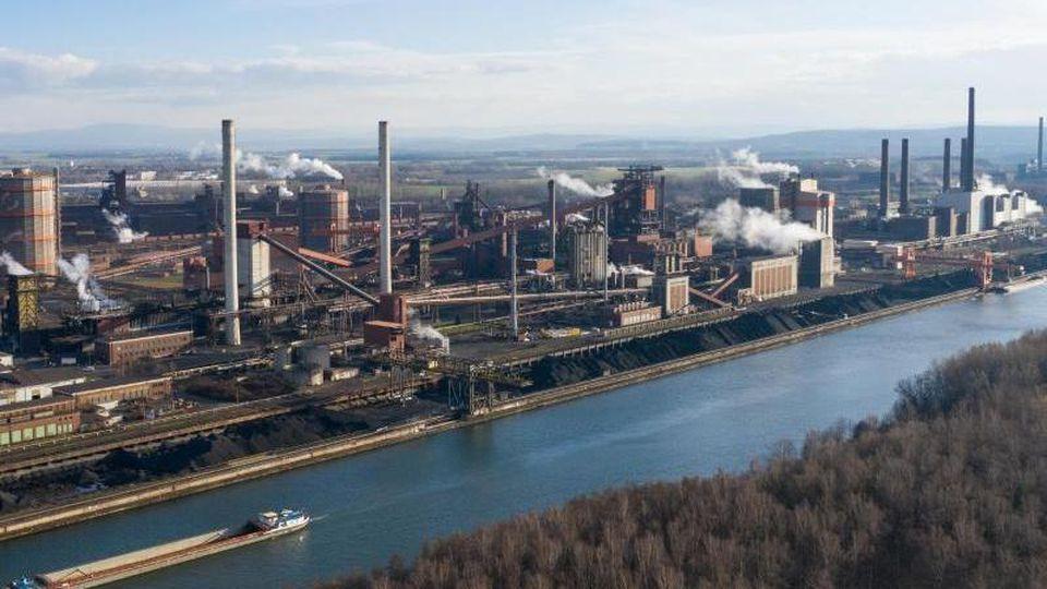 Der Salzgitter-Konzern hatte zuletzt politische und finanzielle Hilfe für die Umstellung der Stahlproduktion auf klimafreundlichere Verfahren gefordert. Foto: Christophe Gateau/dpa