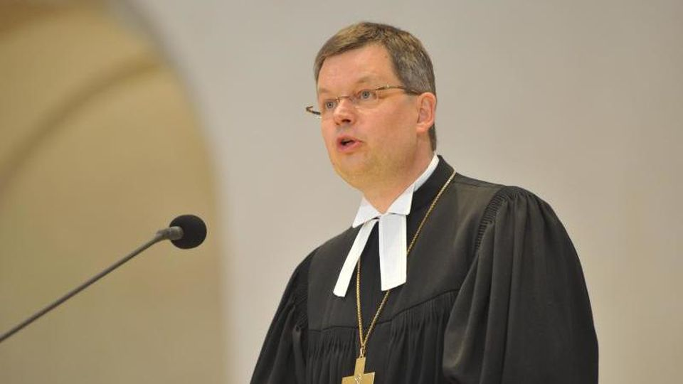 Landesbischof Christoph Meyns spricht während einer Messe. Foto: picture alliance/dpa/Archivbild