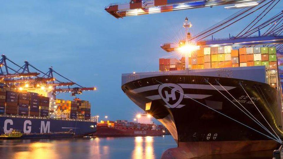 Der Hamburger Hafenkonzern HHLA. Foto: Daniel Reinhardt/dpa