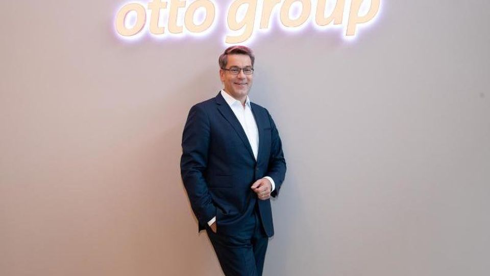 Will das Unternehmen bis 2030 klimaneutral machen:Alexander Birken, Vorstandsvorsitzender der Otto Group. Foto: Christian Charisius/dpa