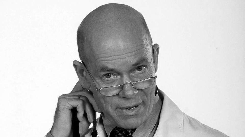 """Als Prof. Dr. Roland Wagner wirkte Christoph Quest 42 Episoden bei der ZDF-Shot """"Herzschlag - Das Ärzteteam Nord"""" mit"""