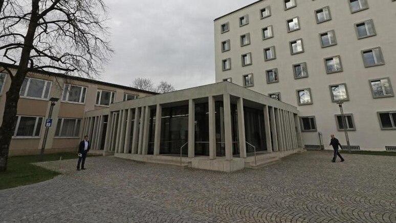 Außenansicht des Landgerichts inTraunstein. Foto: Uwe Lein/dpa/Archiv