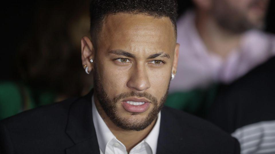 Neymar sagt nach Vergewaltigungsvorwürfen bei Polizei aus