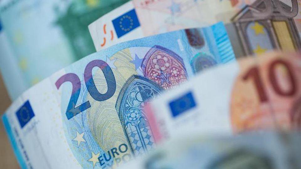 Euro-Geldscheine. Foto: Daniel Karmann/dpa/Archivbild