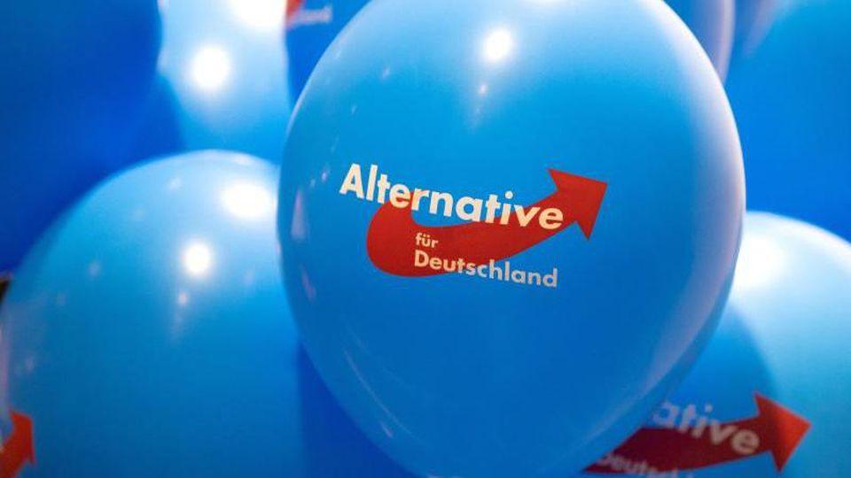 Luftballons mit dem Logo der AfD. Foto: Monika Skolimowska/dpa-Zentralbild/dpa/Symbolbild