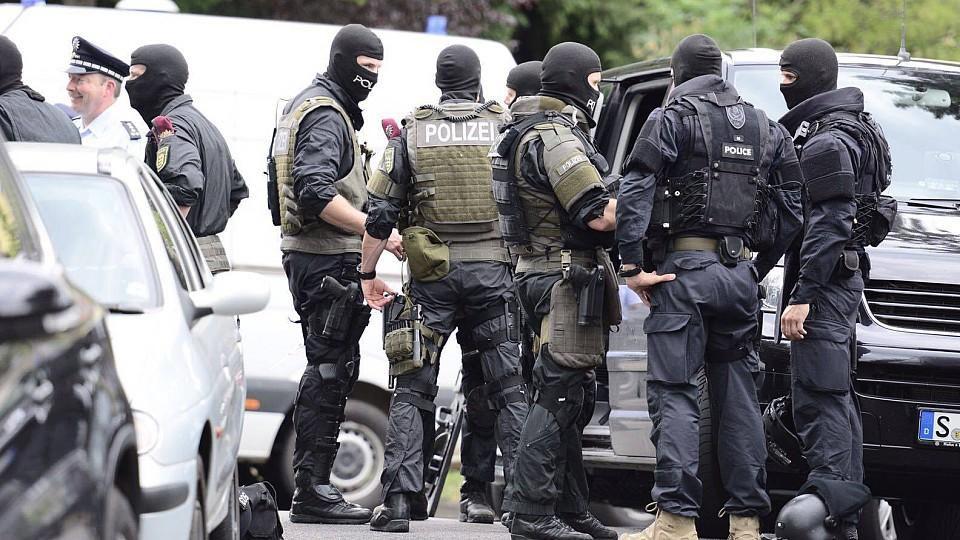 Spezialeinsatzkräfte der Polizei haben am Freitagmorgen eine Geiselnahme in Hamburg-Billstedt beendet. (Symbolbild)