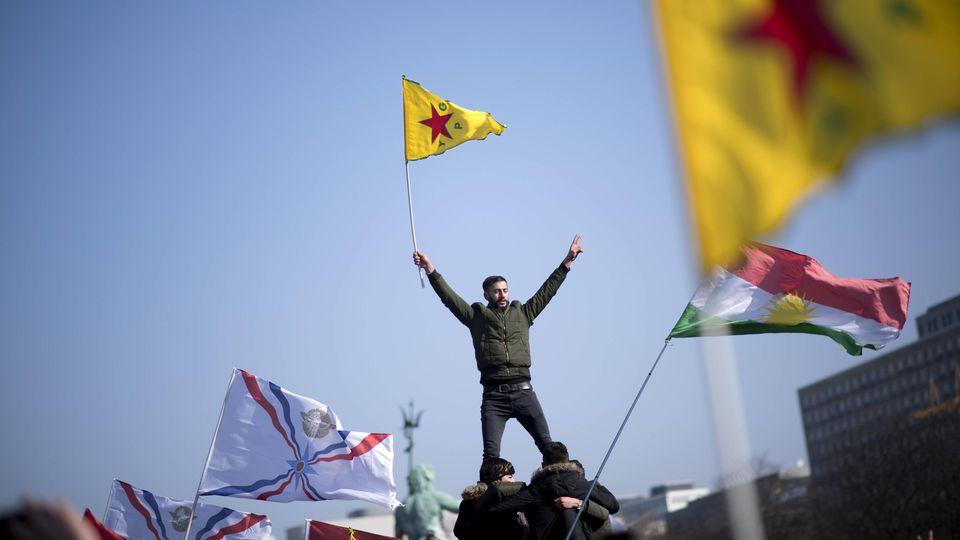 Kurden demonstrieren in Berlin